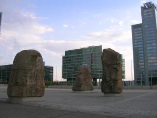 Фаллические символы в Donau-City