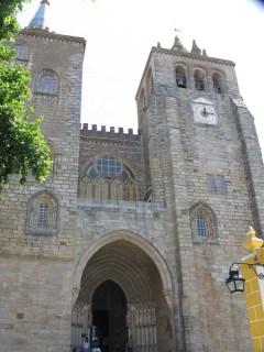 Собор Се в Эворе: фасад