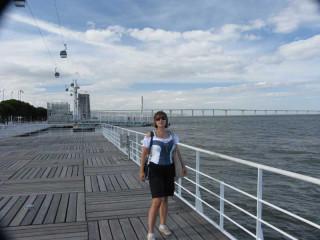 Парк Наций: вдали мост Вашка да Гама