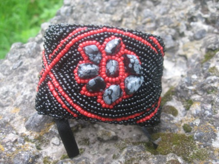 Первый сделанный мной браслет) Вышивка бисером, внешняя сторона - кожа.  Держится на шнуровке из атласной ленты.