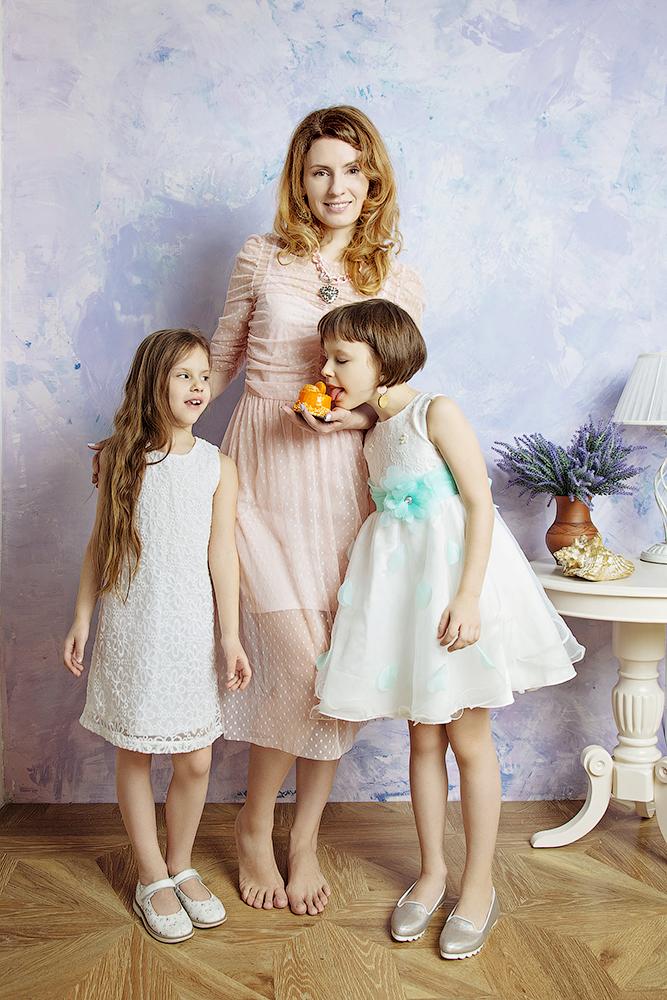 Уместно красить маленьких девочек как взрослых тёть?