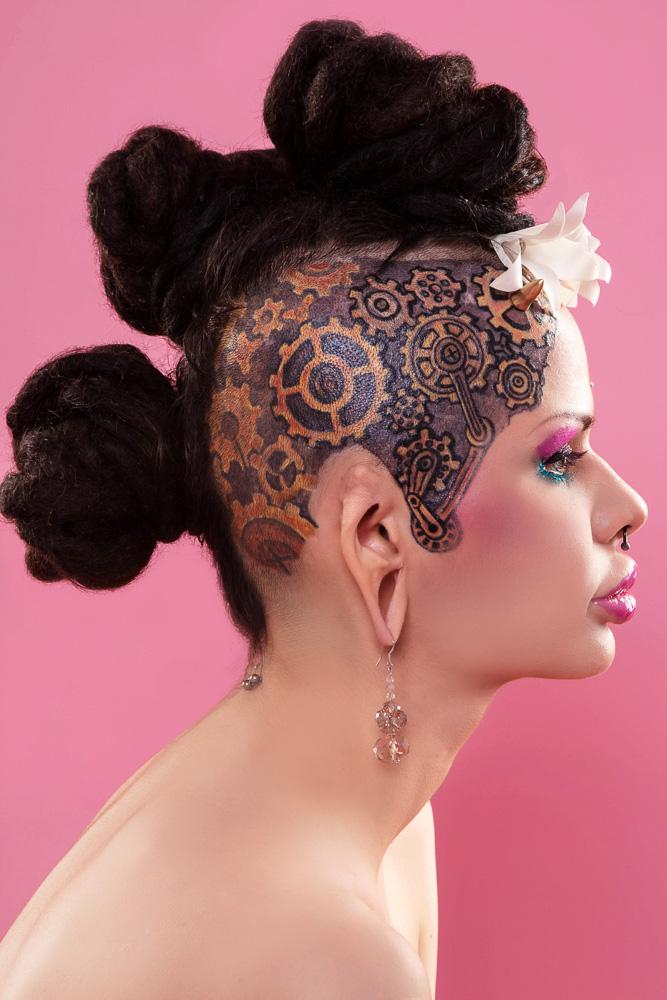 Голая Кристина Рэй - посчитаем ее татуировки и дырочки?