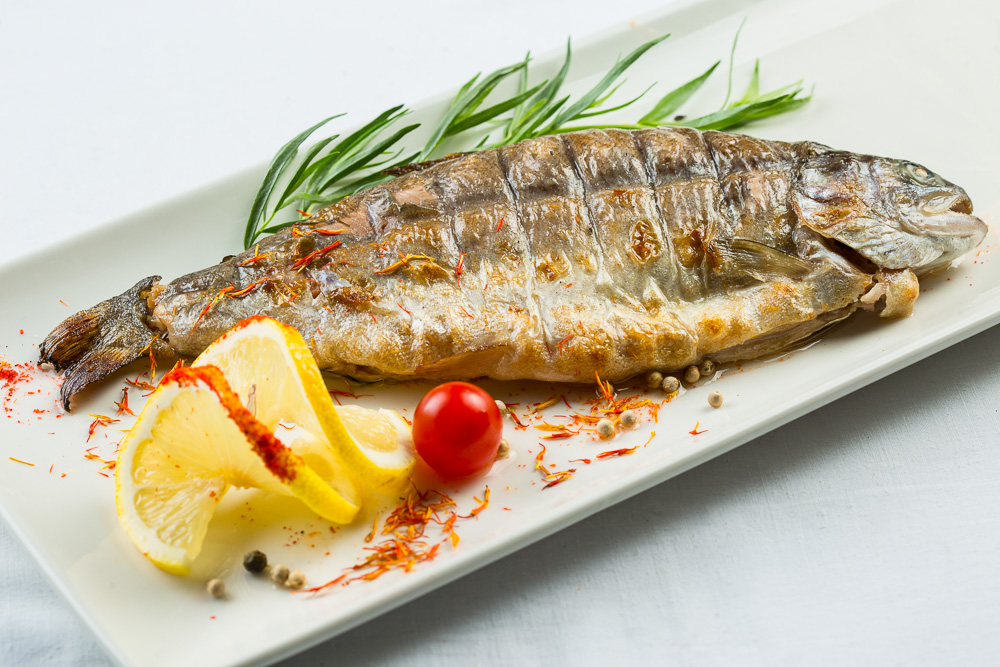 هل الإكثار من تناول السمك مضر