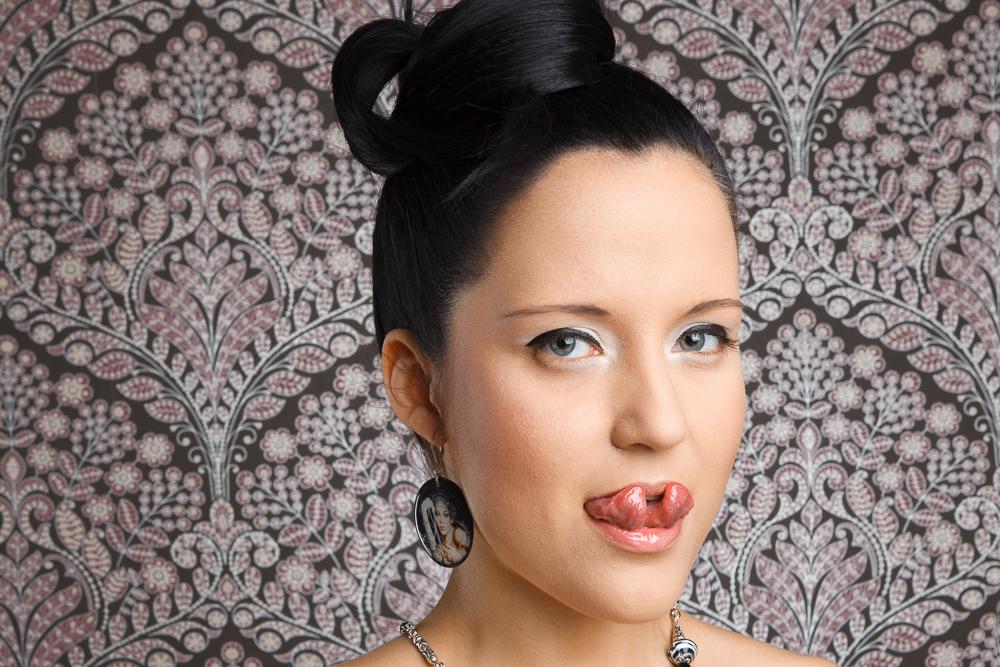 Моя лучшая подружка разрезала себе язык