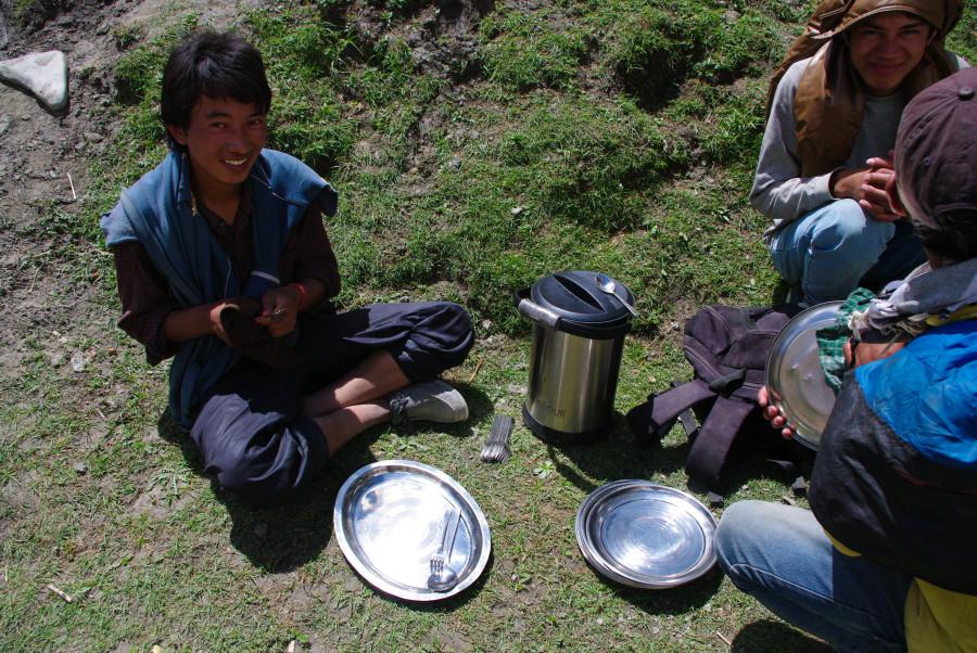 Привал, обед в горах, Индия