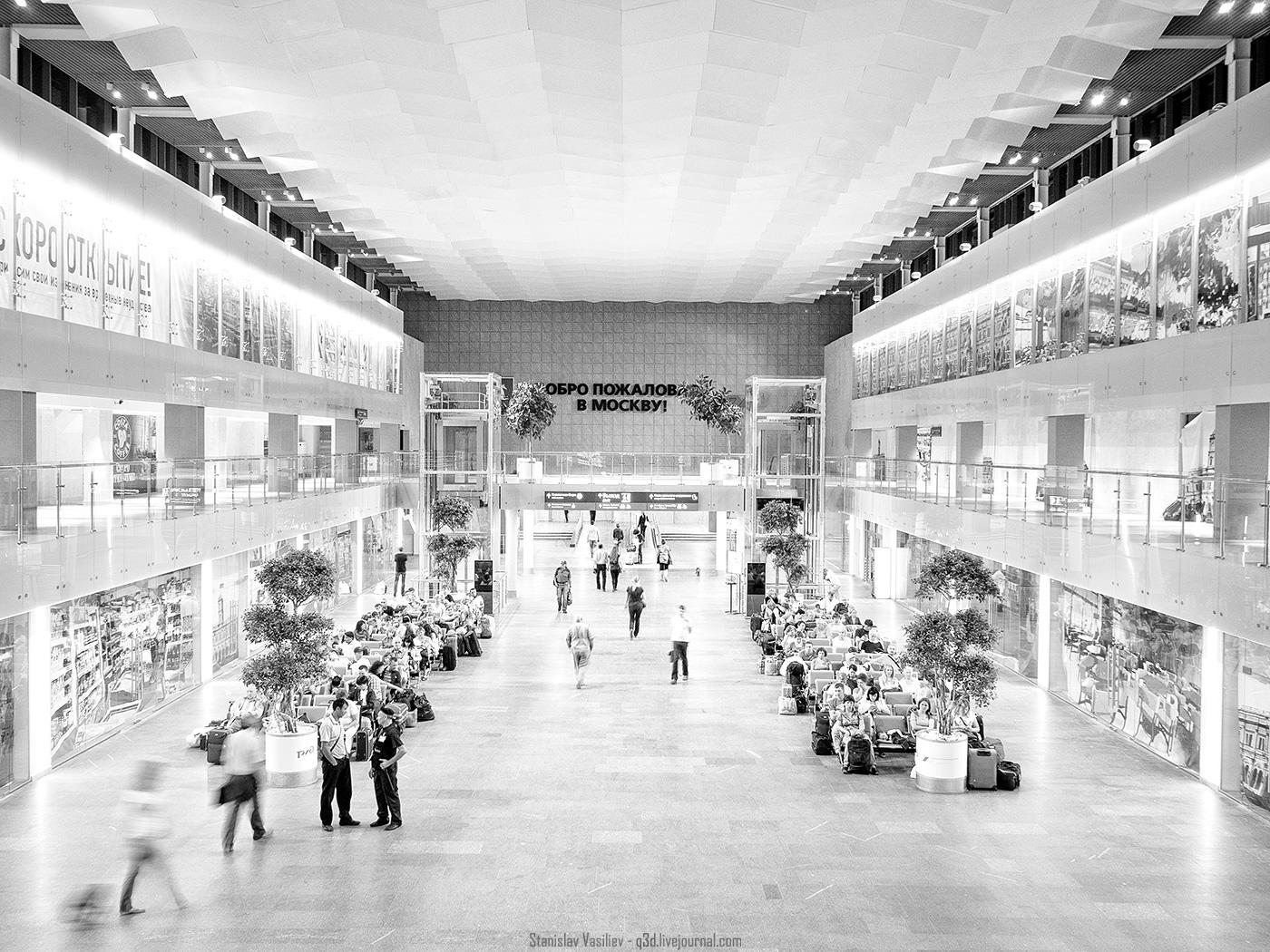 Зеркалка против глаза: Ленинградский вокзал в ЧБ