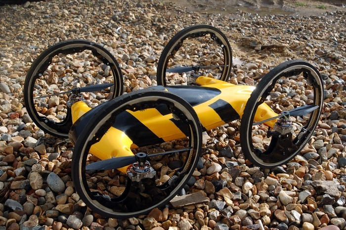 Квадрокоптер с колесами