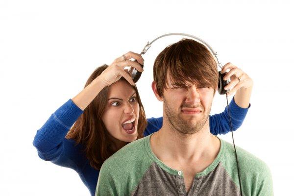 0e288030e6c8533ed97464e8b311b9e6-yelling-over-headphones