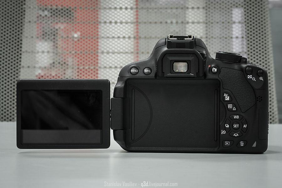 Canon 700D оснащается повротным экраном, которого нет у Canon 100D