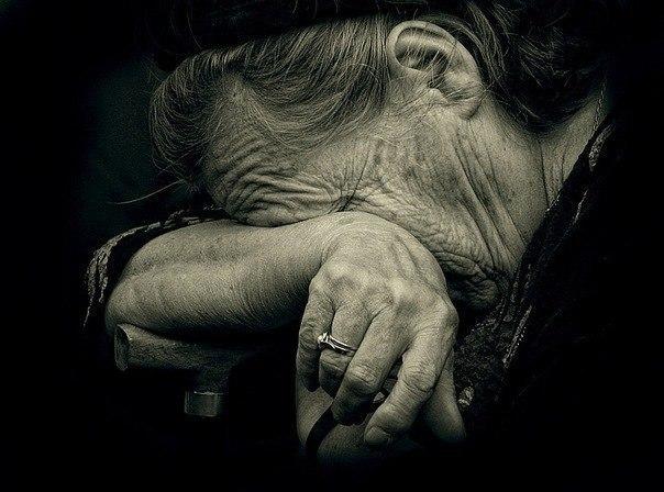 Усі заощадження 90-річної бабусі нахабним чином відібрали грабіжники