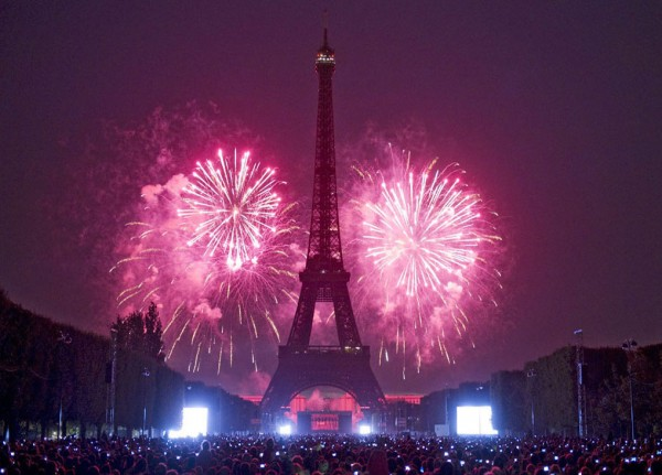paris-new-year-fireworks-wallpapers-1024x768