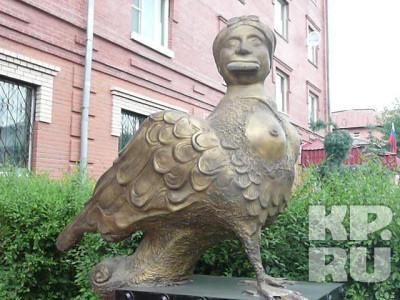 Памятник птице Феникс, г. Тюмень