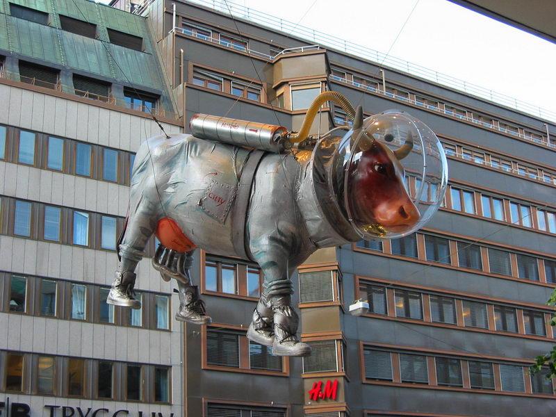 Корова в скафандре, г. Стокгольм, Швеция