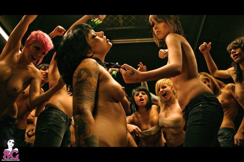 Незнакомкой улице порно фильмы с женскими драками