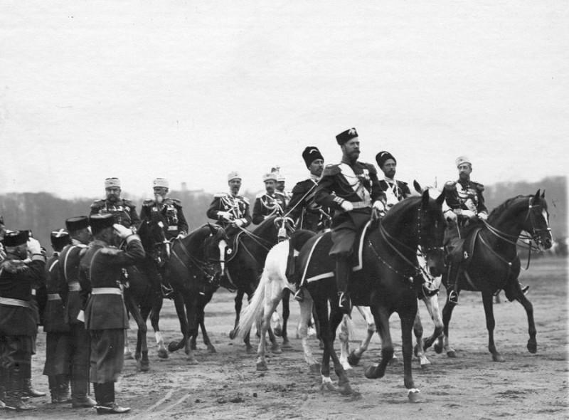 Николай II на смотре войск Санкт-Петербургского гарнизона | https://basilius3.livejournal.com/269488.html