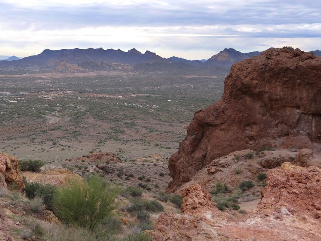 Treasure Loop Trail in Lost Dutchman State Park