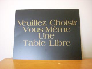 Veuillez Choisir Vous-Même Une Table Libre