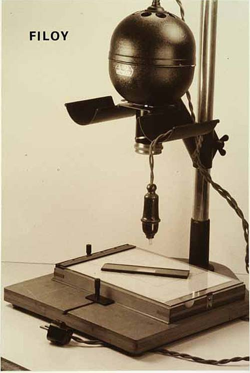 рис. 2. Один из ранних увеличителей Лейтца 1927г на формат негатива 6х9см с объективом Лихотского