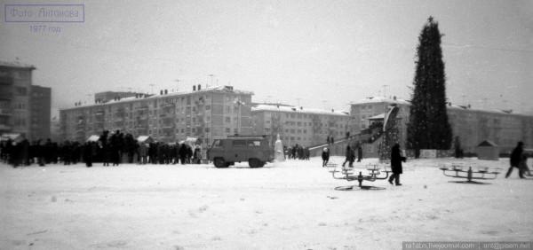 1977 На песках у 75 школы