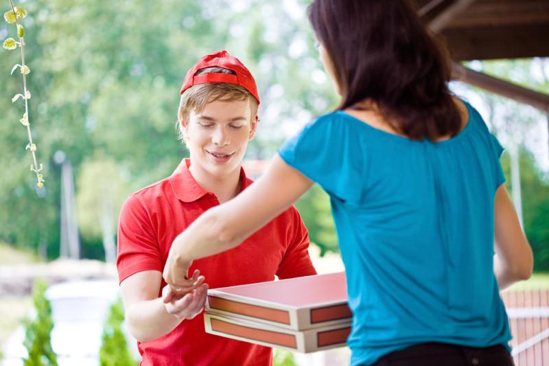 Сколько зарабатывает доставщик пиццы в Москве?