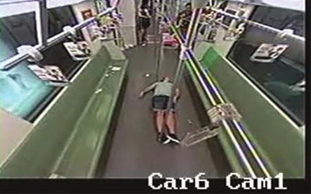 metro-people-flee-1
