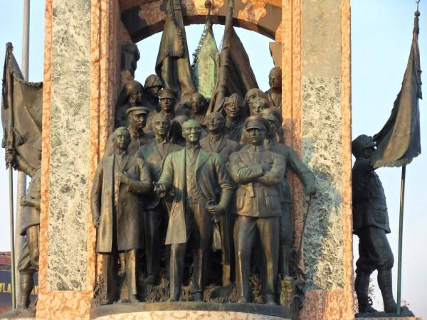 Картинки по запросу 1920-м году большевики с турками поделили