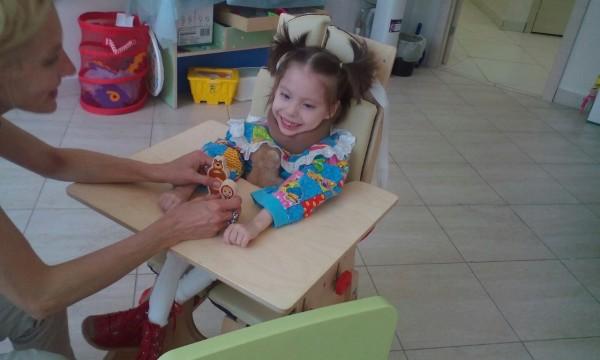 Фото где девушка качает коляску читает одновременно, порно брюнетки красивые