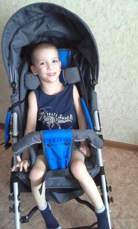 Петрушенков Кирилл на коляске 3.jpg
