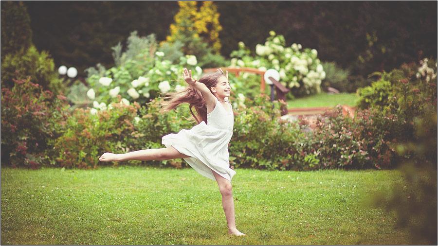 Прыжок, детское фото, фотограф Радосвет