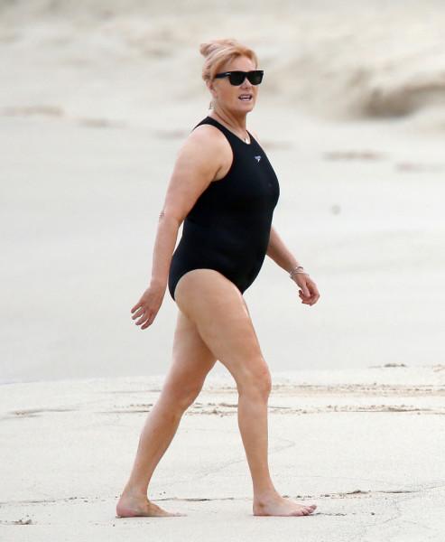 Фото моя жена на пляже, фото как девушки переодеваются в гримерке