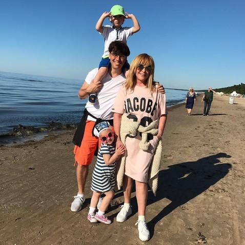 Алла Пугачева на море со своими