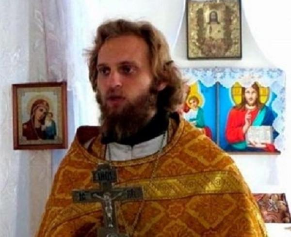 Бывший священник развлекается на «Доме-2», пока его жена и дети голодают