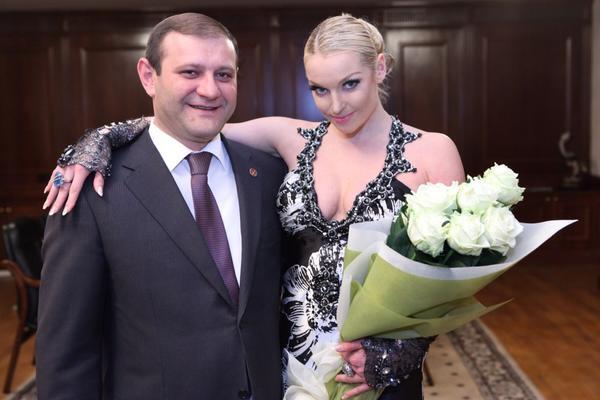Кто ходит на концерты Волочковой: схема её благотворительности