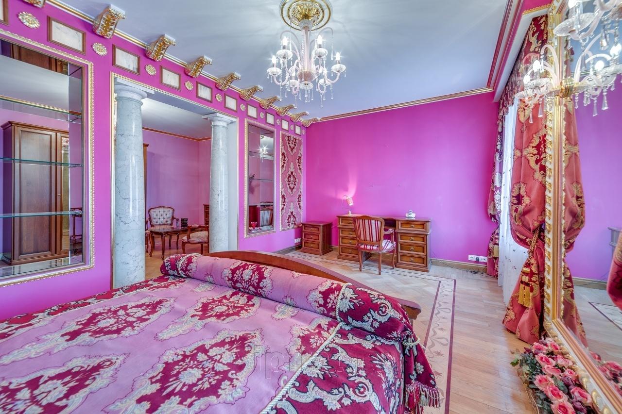 Волочкова сдаёт 4-комнатную квартиру в Питере за 500 тысяч. Кому царский