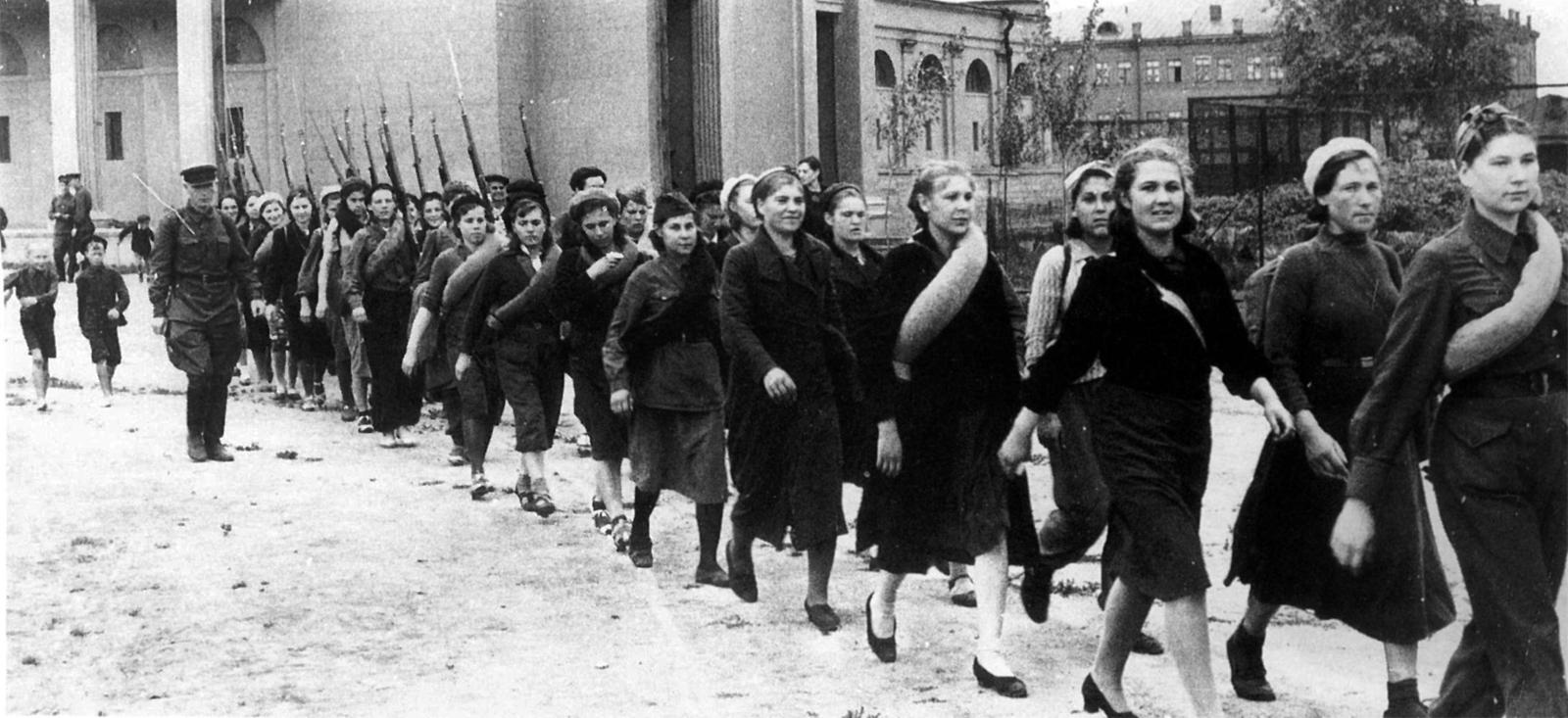 У войны не женское лицо. Воспоминания женщин-ветеранов. 12