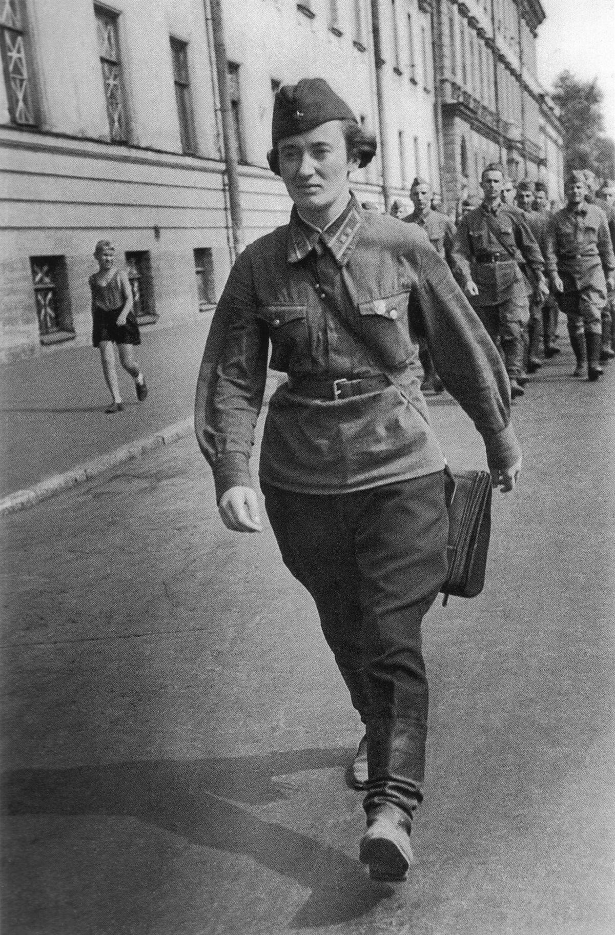 У войны не женское лицо. Воспоминания женщин-ветеранов. 16