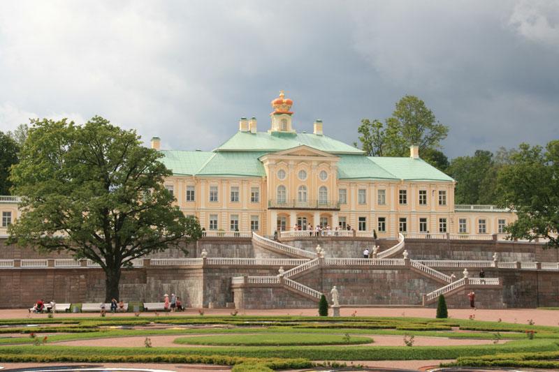 Большой дворец Ломоносов.jpg