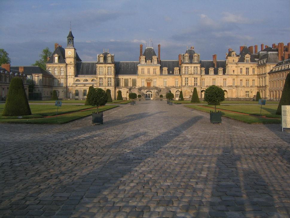 Замок Фонтенбло - западный фасад.jpg