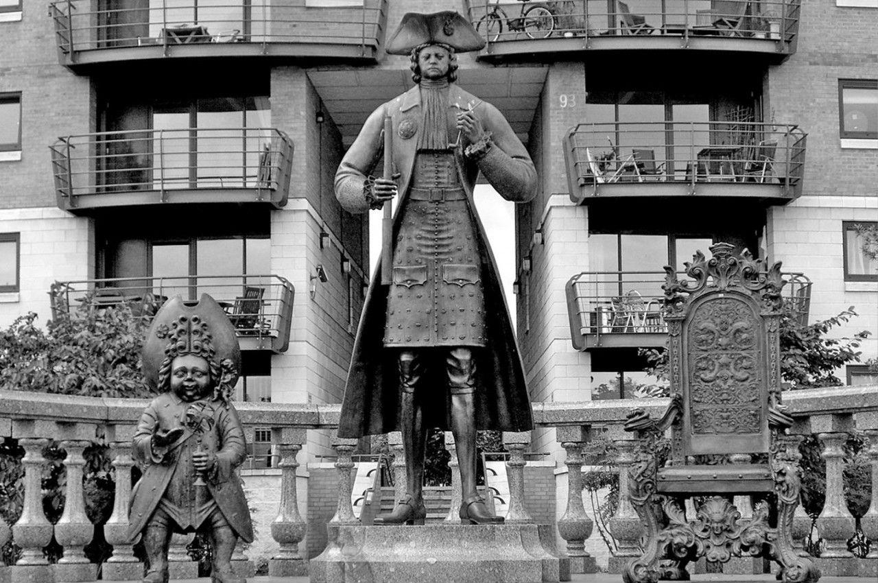 Михаил шемякин - памятник Петру I в Лондоне.jpg