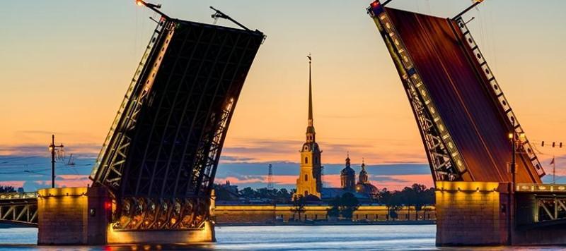 Санкт-Петербург - Разведенный Дворцовый мост.jpg