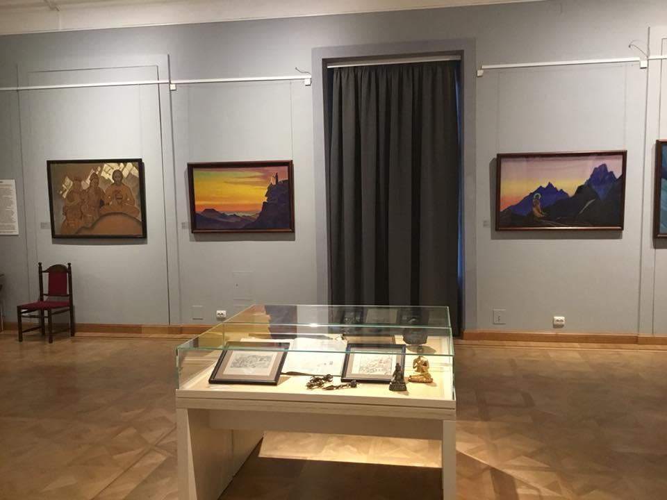 2-Выставка Рерихов.jpg