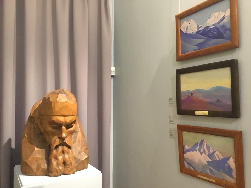 7-Выставка Рерихов.jpg