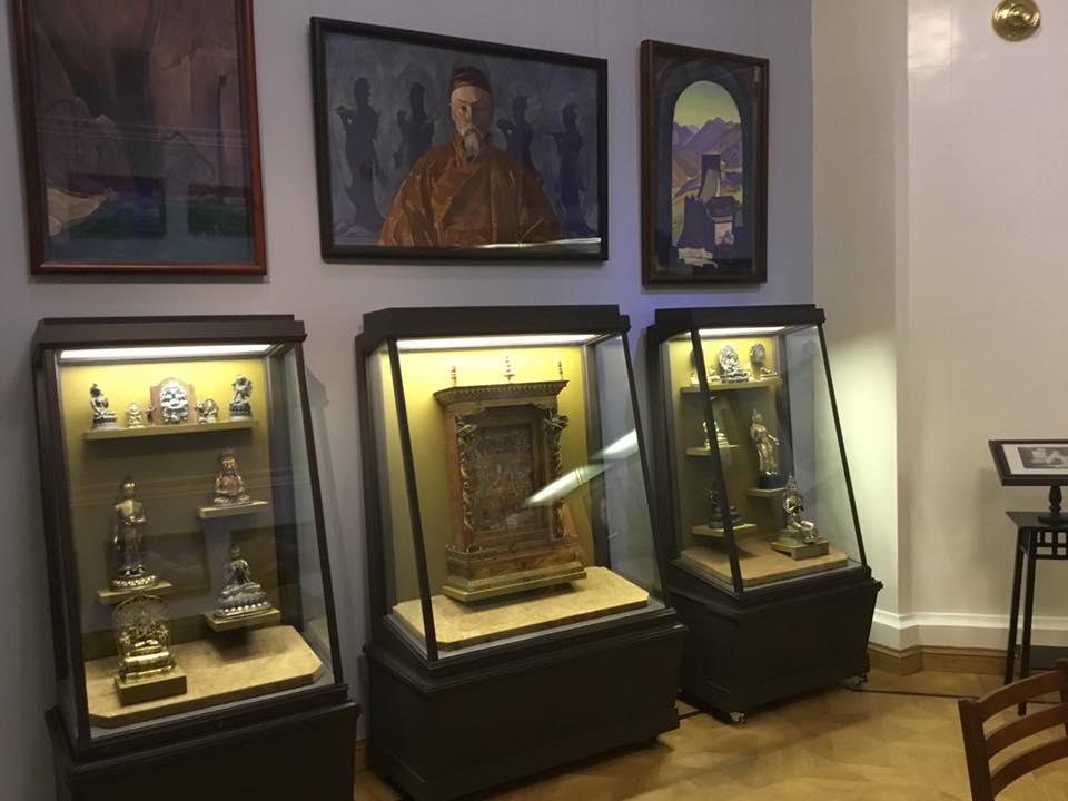 10-Выставка Рерихов.jpg