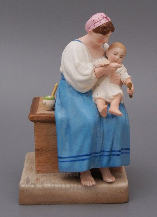 кормящая мама-статуэтка 19 век