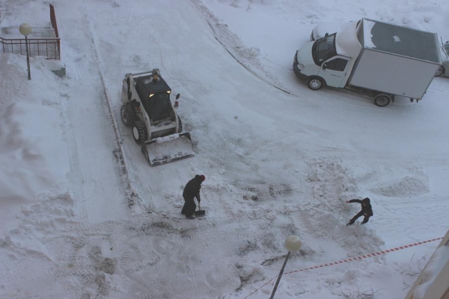 уборка снега-двор-2