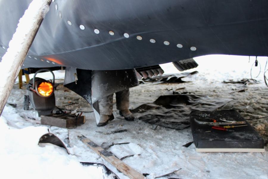09.02.16-на реке-ремонт подушки-2