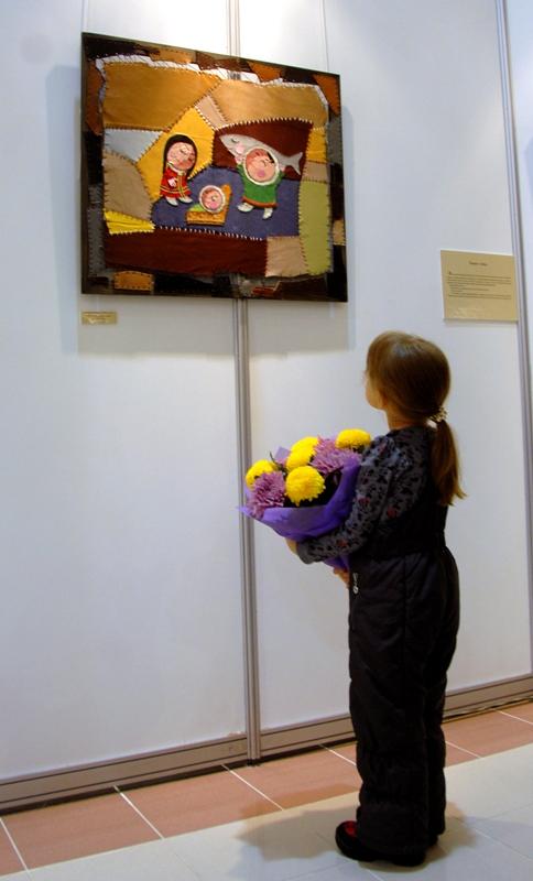 девочка и картина