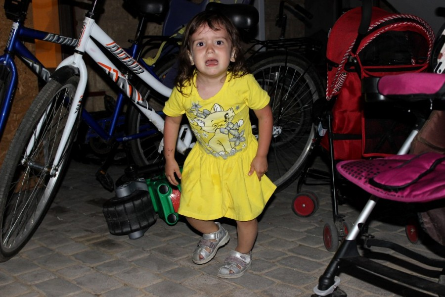 девушка и мотоцикл-плачет)