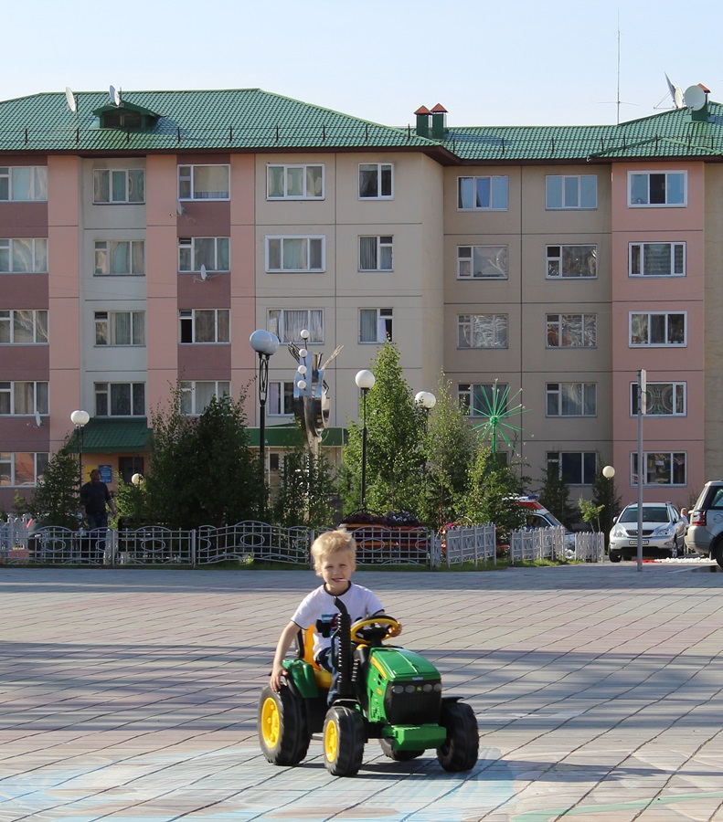 Дима на тракторе)