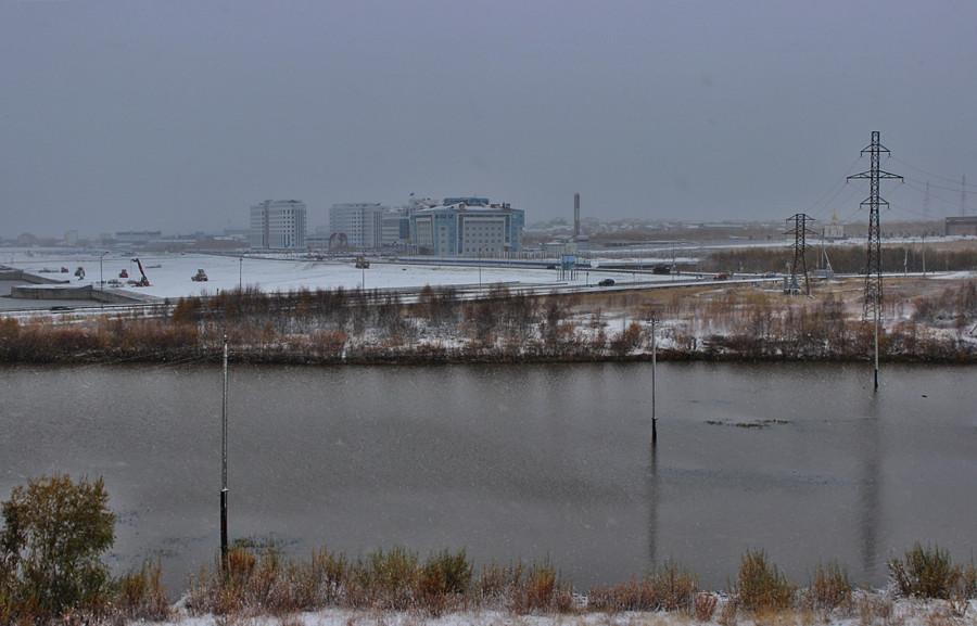 первый снег в зиму 2013-14 годов - Салехард, Шайтанка